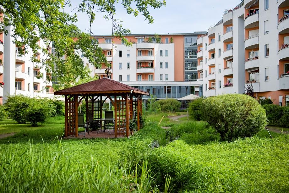 Der ideale Ausgangspunkt für einen Urlaub in Berlin: das Haus liegt mitten im Grünen und hat eine gute Verkehrsanbindung.