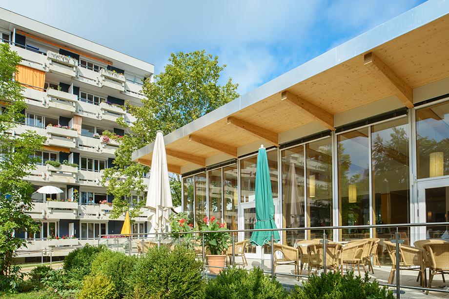 Das KWA Hanns-Seidel-Haus in Ottobrunn: Sicht vom Garten