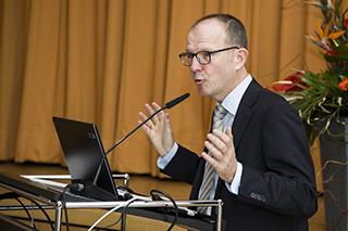 Dr. Stefan Arend