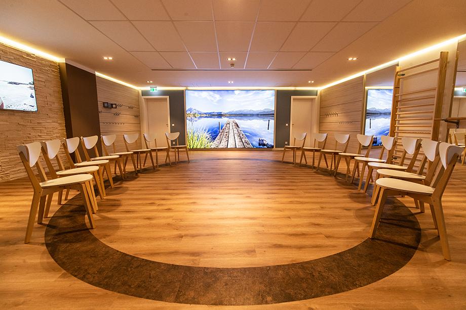Das im Frühjahr 2019 neu eröffnete COS-Aktiv-Studio, hier bestuhlt für Sitztanz.