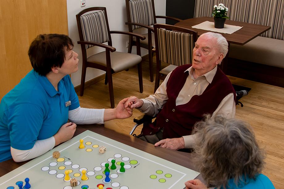 Gemeinsames Spielen bringt Abwechslung und erhält bzw. fördert kognitive Fähigkeiten