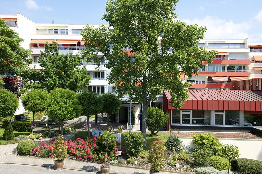 KWA Parkstift St. Ulrich, Straßenansicht mit Blick auf Eingang