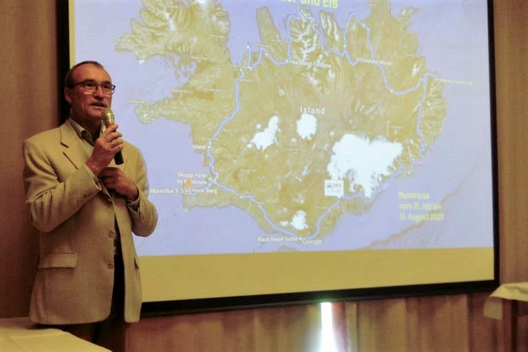 Kundenbetreuer Hauke Thomas berichtete in einem Lichtbildvortrag von seiner Island-Reise. Dabei galten wie bei allen Veranstaltungen strenge Corona-Regeln.