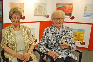 Künstlerinnen bei der Vernissage
