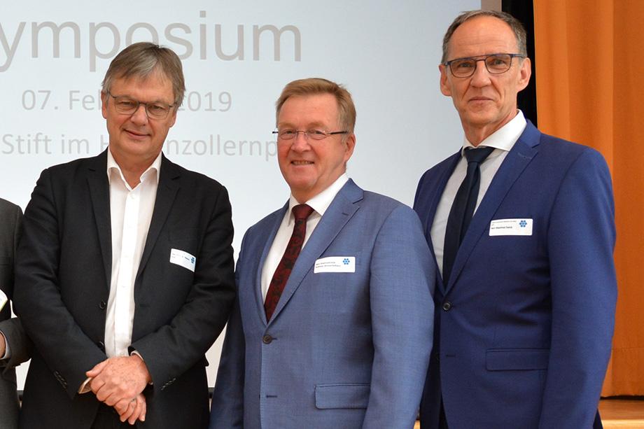 """KWA Symposium 2019 in Berlin, zum Thema """"Gutes Leben, gute Pflege""""; von links: Prof. Dr. Thomas Klie, Staatssekretär Andreas Westerfellhaus, KWA-Geschäftsleiter Manfred Zwick"""