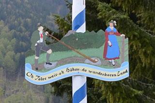Detail Maibaum im KWA Stift Rupertihof in Rottach-Egern