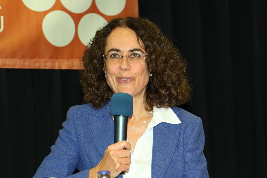 Im November 2017 im KWA Parkstift Rosenau auf der Talk-Bühne: Monica Müller, Direktorin von Chocolat Stella Bernrain